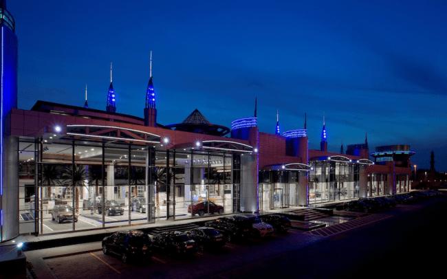 Con 34.800 m2, la exposición de Abu Dhabi es la más grande de BMW