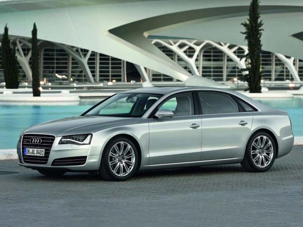 Audi Exclusive mete mano al A8 W12 L