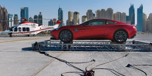 Aston Martin sopla la vela del Burj Al Arab en su centenario