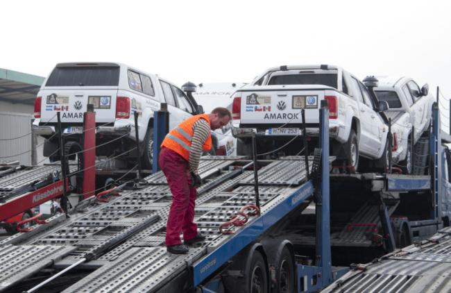 Los vehículos de la organización del Rally Dakar