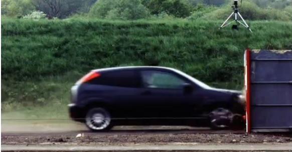 ¿Qué pasa si estrellamos un vehículo a 190Km/h contra un muro de cemento?