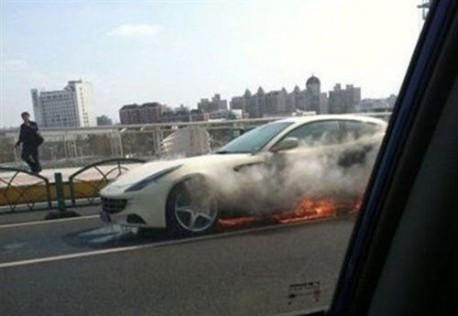 Sale ardiendo otro Ferrari FF