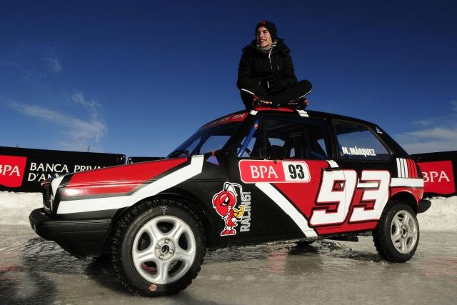 Marc Marquez se luce sobre cuatro ruedas en el hielo