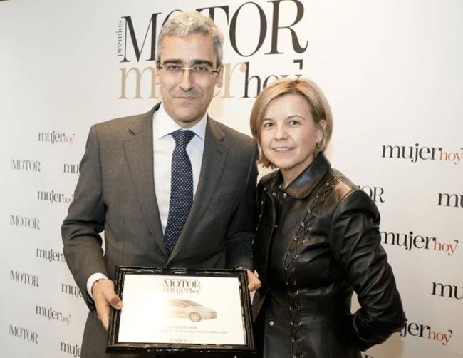 """Mujer Hoy entrega el premio """"flechazo"""" al Peugeot 208"""