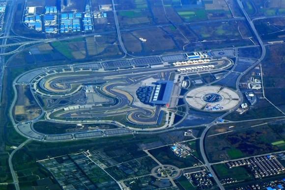 Previa GP China: Con un ojo en el cielo y otro en el asfalto