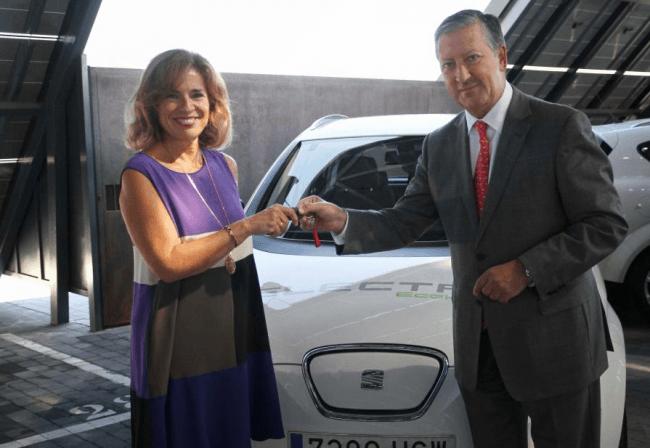 SEAT entrega dos vehículos cien por cien eléctricos a Madrid