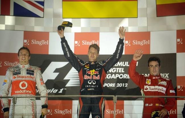 Vettel se lleva una accidentada carrera en Singapur