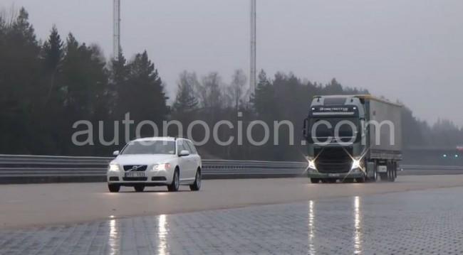 Volvo incorpora en el FH la advertencia de colisión con frenada de emergencia