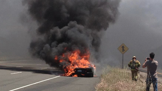 Sale ardiendo el primer Lamborghini Aventador