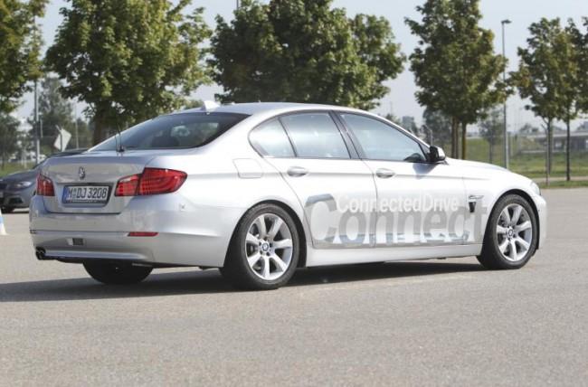 BMW: ¡Mira mamá voy sin manos!