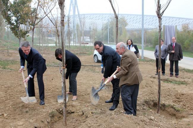 Volkswagen inaugura el bosque Golf VII en Zaragoza
