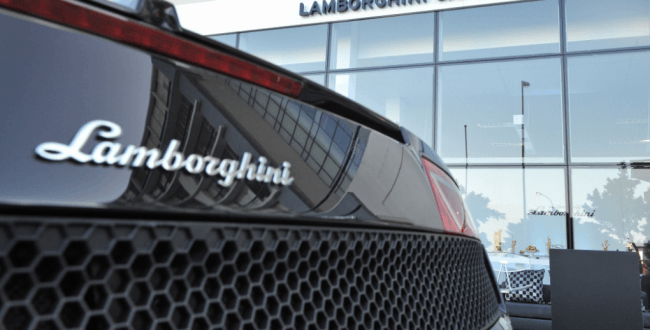 Ahora Lamborghini también vende ropa