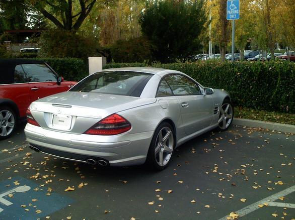 El Mercedes-Benz  SL55 AMG de Steve Jobs  todavía lo espera