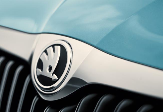 El Fabia y el Roomster estrenan el nuevo logo de Škoda