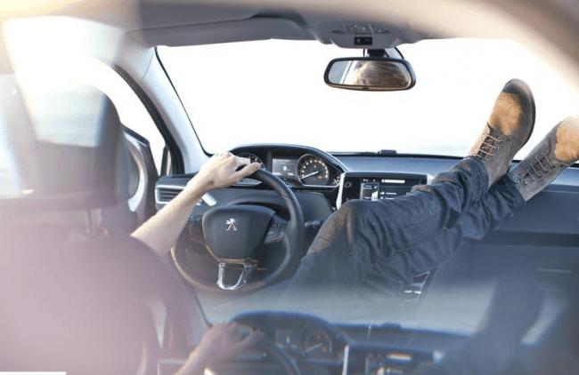 Peugeot 208: re-generación ergonómica al volante