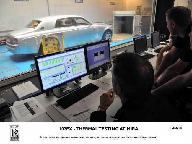 Rolls-Royce 102EX calentando baterías