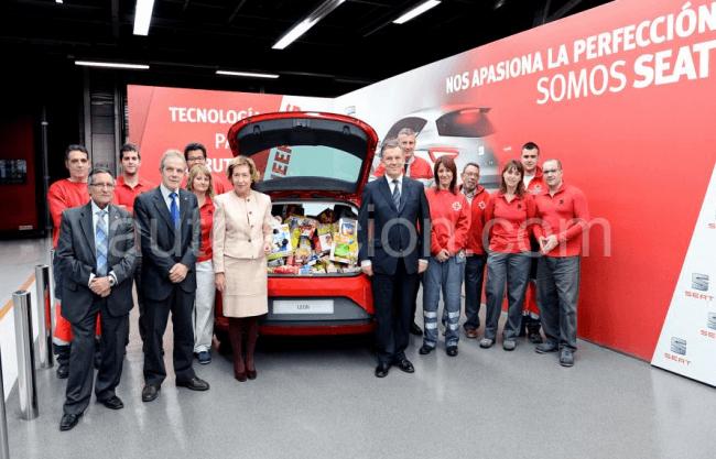 Los empleados de Seat colaboran con Cruz Roja