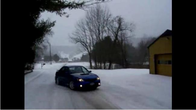 [Video] Subaru Impreza, diversión asegurada en la nieve