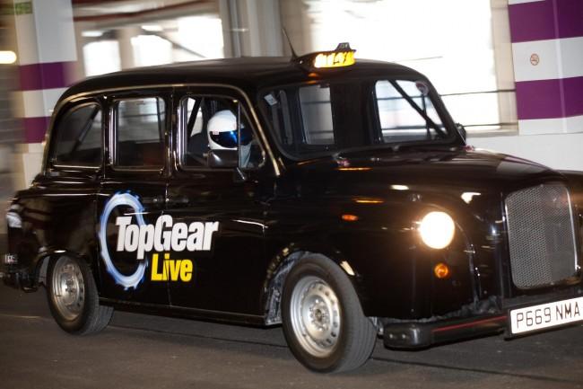 Stig da un paseo en un taxi de 400cv