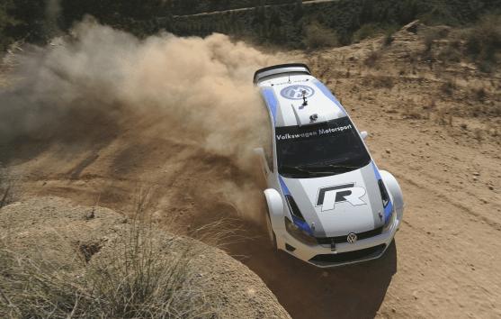 Carlos Sainz y Sébastien Ogier prueban el Polo R WRC sobre la tierra de Portugal